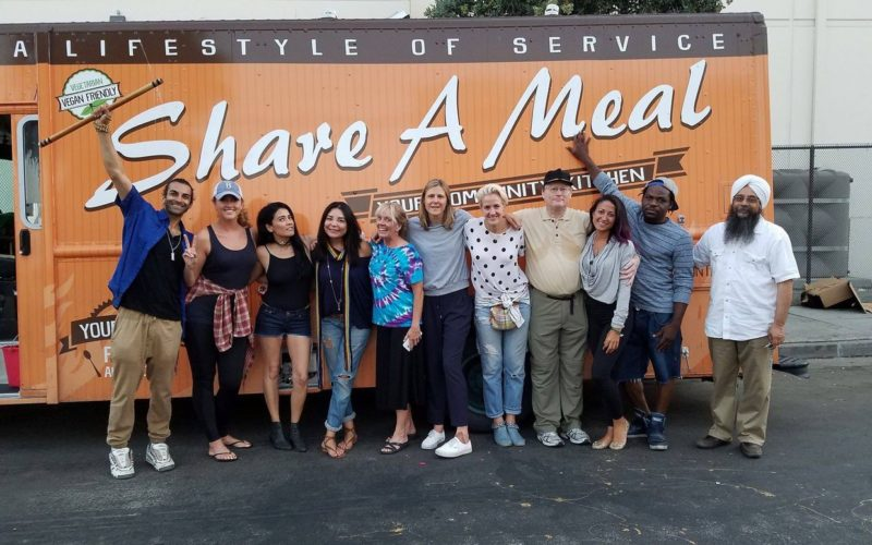 How a Food Truck Gives LA's Homeless More Than Just Free Meal